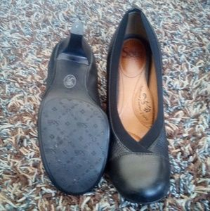 Women's Sofft shoes size 7.5 in great usd condtion